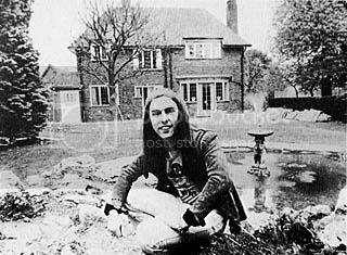 Tremlett pic 21 large, Dave Hill at home 1973